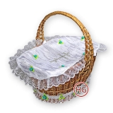 Плетеная корзина с декором