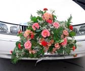 Оформление машины цветами