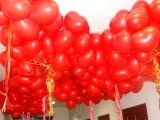 Шары под потолок (сердца, красные).