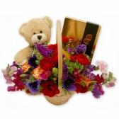 Букет с цветами и игрушкой